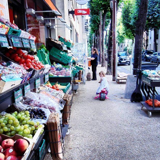 Zmotoryzowani nie robia zakupow w sieci kidsfashion kids streetphotography streetphotographershellip