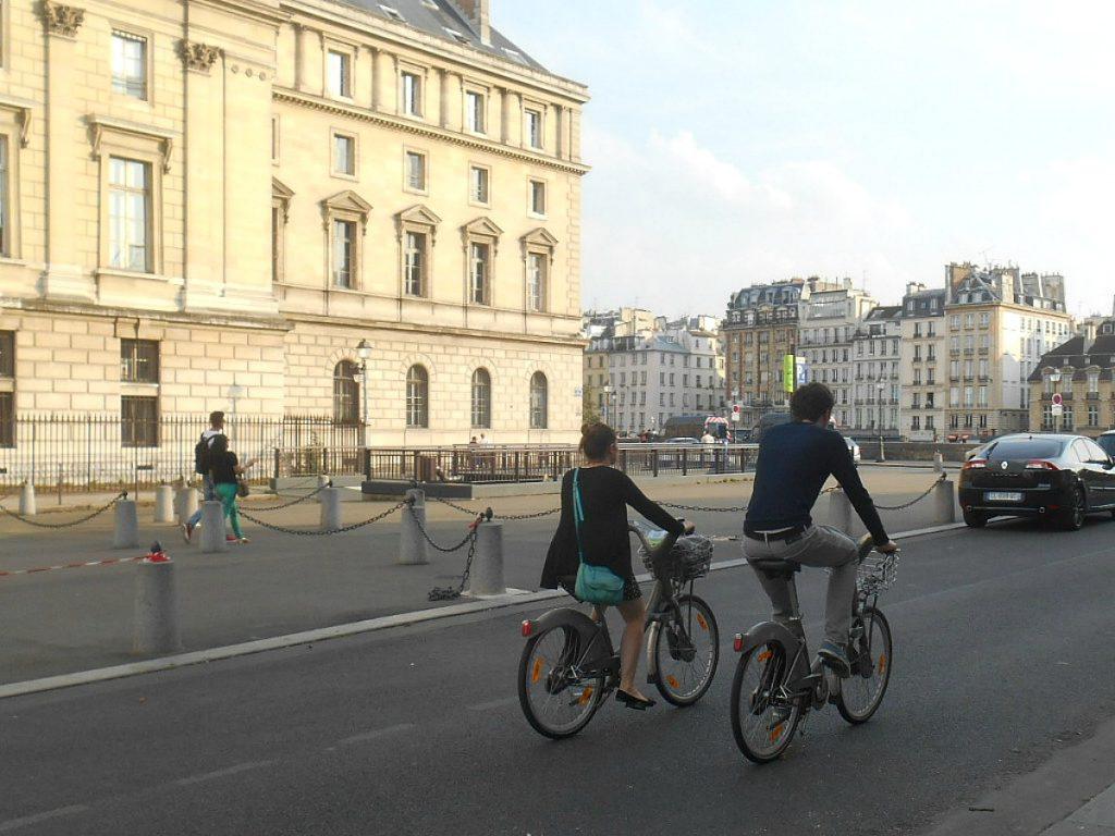 PARIS STEREOTYPY NARODOWE