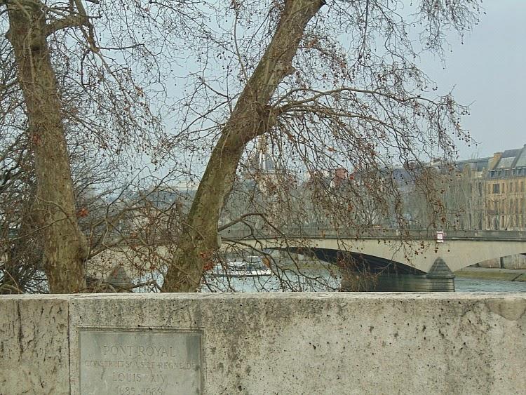 co warto zobaczyć w paryżu Mosty na Sekwanie