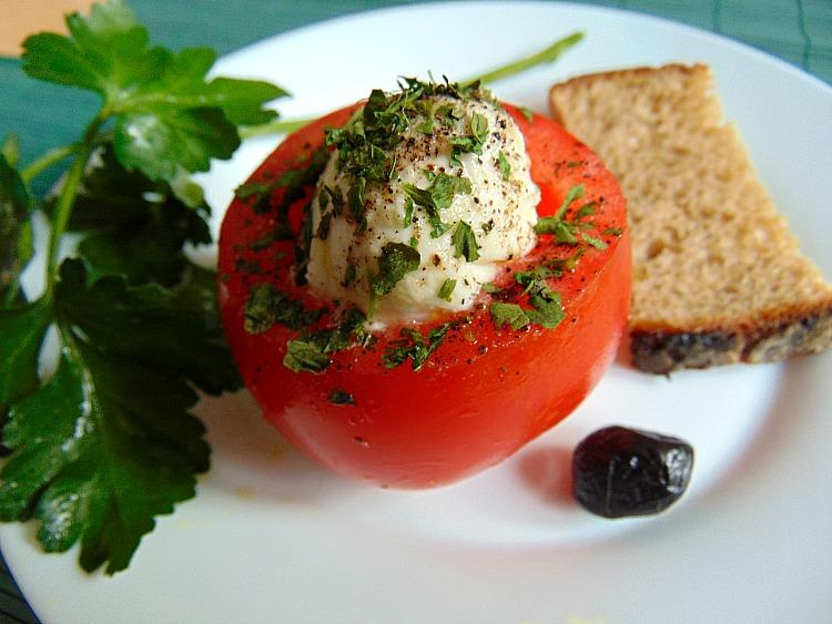 Pomidory faszerowane mozzarellą. co można zrobić z pomidorów