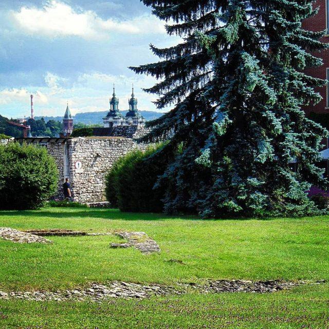 Relaks u stop Wawela Visiting Central Europe Krakow Wawel typkrakowhellip