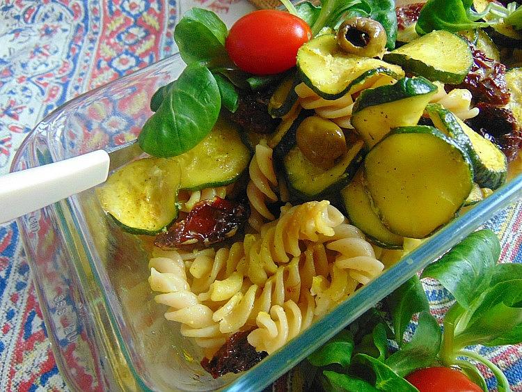 MAKARON Z CUKINIA co można zrobić z pomidorów