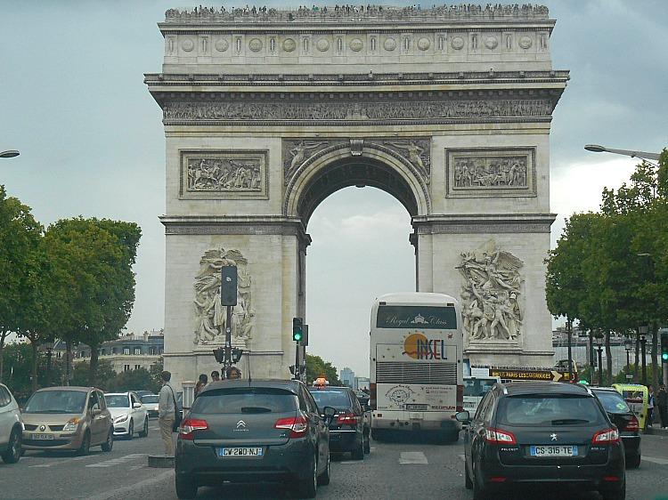 Co warto zobaczyć w Paryżu.  LUK TRIUMFALNY