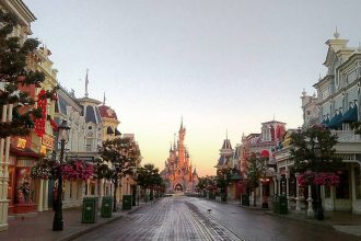 EMH Early Morning Hours in Disneyland Paris #discoverearth #disneylovers #disneylove #igersfrance #igparis #igerparis #igersparis #topparisphoto #beautifuldestinations #bestvacations #traveldeeper #travelingram #wonderful_places #ourplanetdaily #parisphoto #parislove #unlimitedparis #parisjetaime #parismaville #parismonamour #streetphotography #slonce #slowlife #hello_france #ig_europa #mobilephotography #motivate