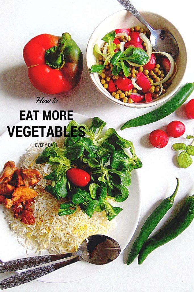 HOW TO EAT MORE VEGETABLES Jak jeść więcej warzyw i owoców  Warzywa pokrojone w cieniutkie batoniki  marchewka, seler, ogórek …, dekoracyjne rozłożone na talerzu, ewentualnie zamaczane w jakimś smacznym sosie.  Niektóre, jak awokado można rozsmarowywać na kanapkach. Rozgniecione (chociażby widelcem) i doprawione do smaku. Kolorowy talerz kolorowych kanapek.