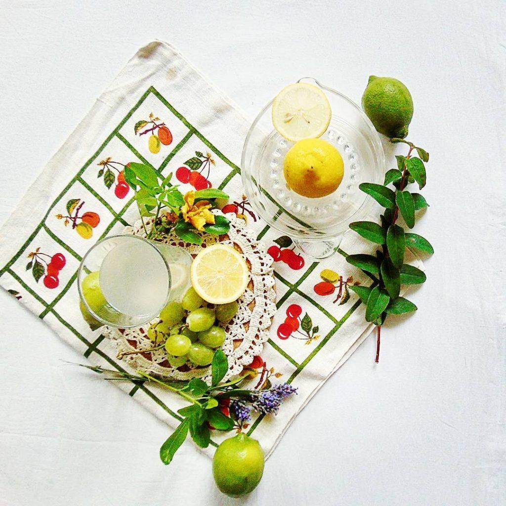 picie wody z cytryną na czczo Lemon water - zen habit for body health. Woda z cytryna na zdrowie.