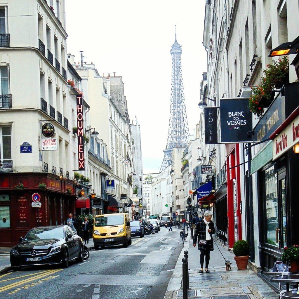 WIEZA EIFFLA paryż co warto zobaczyć
