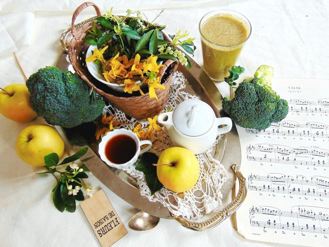 Smoothie przepisy: brokuły, jabłko, pomarańcza, banan.