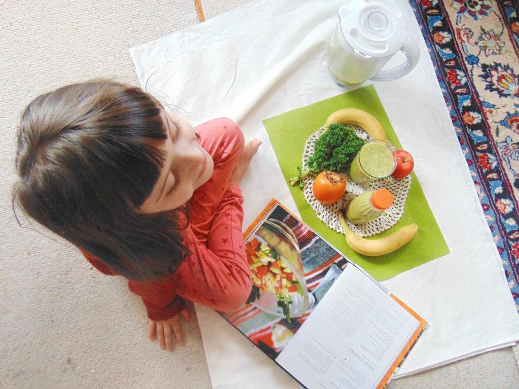 Smoothie przepisy: jabłko, persymona, banan, jarmuż.